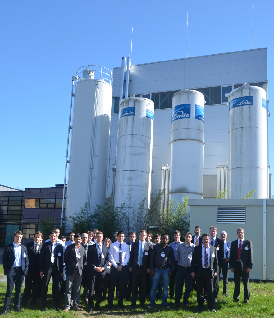 Participants of the 1st Public SCARLET workshop in front of the 1 MWth CCL pilot plant at Technische Universität Darmstadt